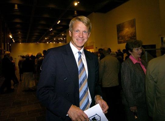 EN VISS AVSTAND: BI-rektor Kristian Bogen mener det er viktig å ha en viss avstand mellom næringsliv
